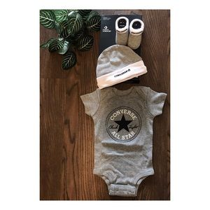 CONVERSE BABY 3 PIECE SET SIZE 0-6 MONTHS